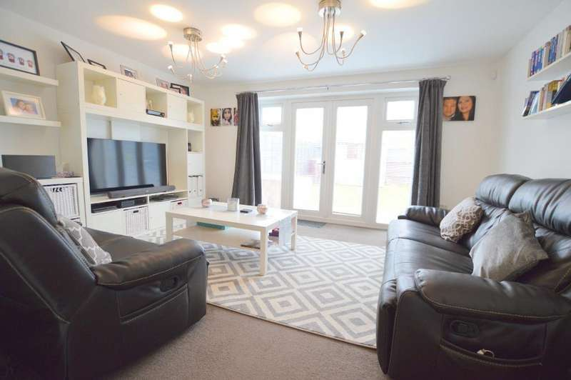 3 Bedrooms Semi Detached House for sale in Verde Close, Stopsley, Luton, LU2 7FL