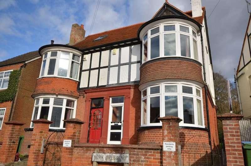 4 Bedrooms Semi Detached House for sale in York Crescent, Aldershot