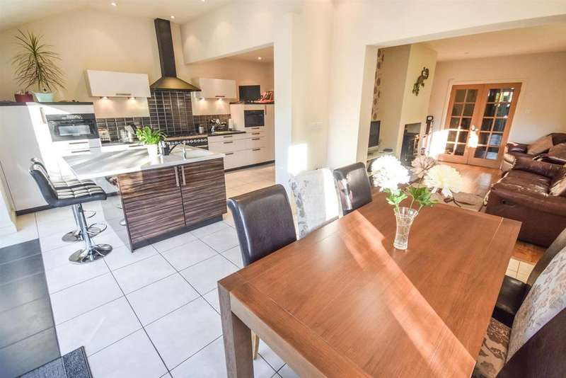 4 Bedrooms Detached House for sale in Avenue Road, Witham
