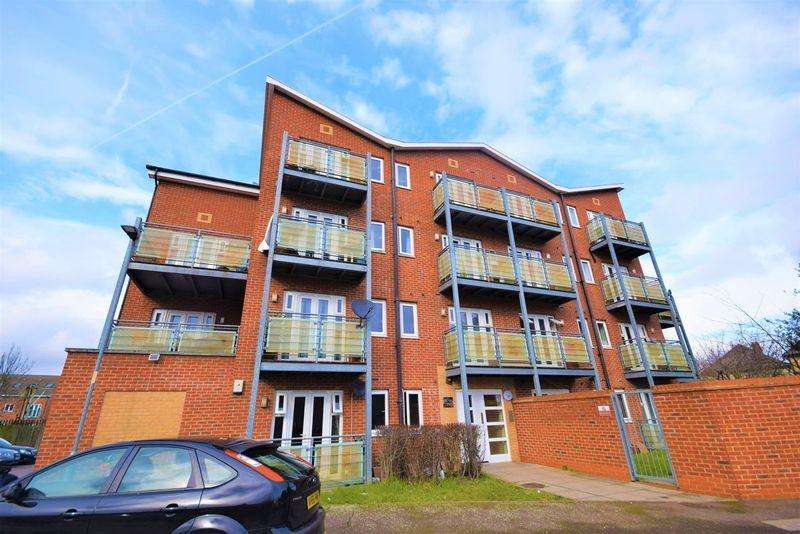 1 Bedroom Flat for sale in Roberts Place, Dagenham