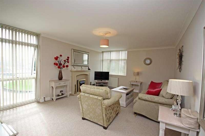 2 Bedrooms Flat for sale in Sandown Court, Albert Road, Southport