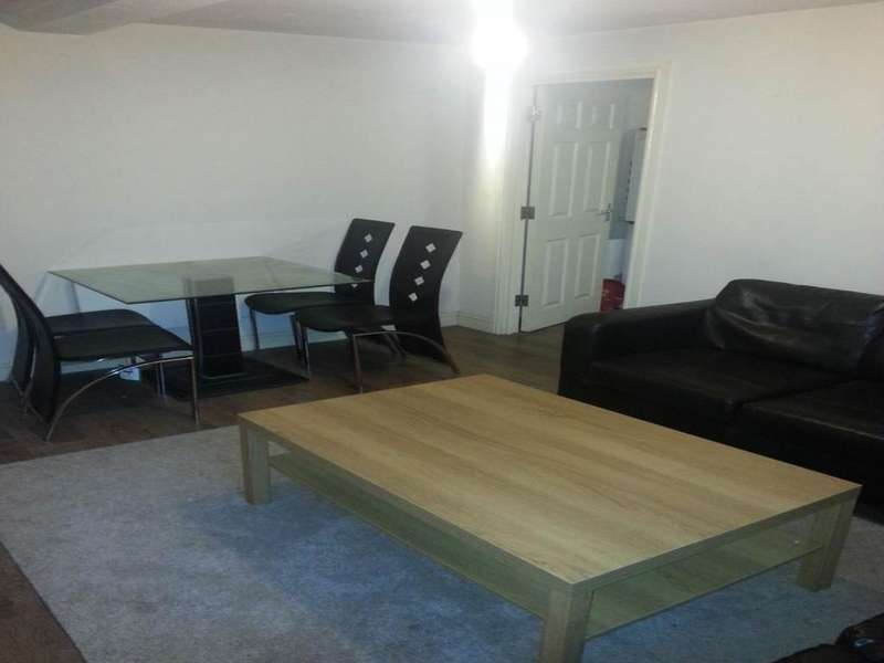 3 Bedrooms Flat for rent in Claremont, Bradford,