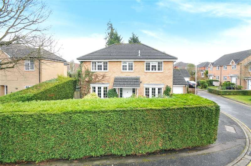 3 Bedrooms Detached House for sale in Monarchs Way, Ruislip, Middlesex, HA4
