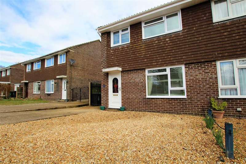 3 Bedrooms Semi Detached House for sale in Huntingdon Gardens, Christchurch