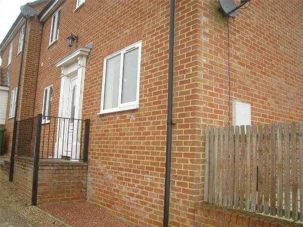 3 Bedrooms Semi Detached House for rent in 5 Holt Road, Fakenham