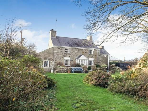 3 Bedrooms Detached House for sale in Llanrhyddlad, Holyhead, Anglesey