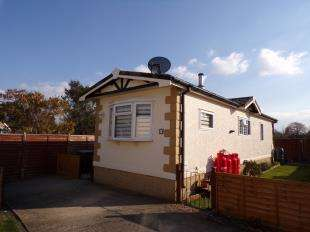 2 Bedrooms Bungalow for sale in The Marigolds, Shripney Road, Bognor Regis, West Sussex