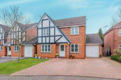 4 Bedrooms Detached House for sale in Pear Tree Field, Nantwich, Cheshire