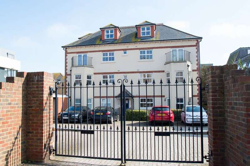 2 Bedrooms Flat for sale in St. Leonards Road, Eastbourne