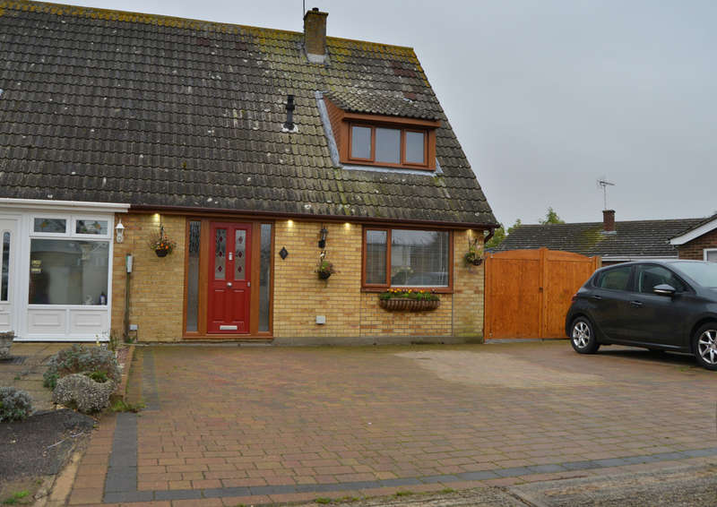 2 Bedrooms Semi Detached House for sale in Beech Close, Burnham-on-Crouch