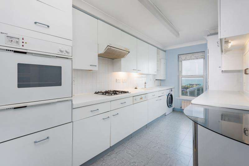 3 Bedrooms Apartment Flat for rent in Kingsley Court, Kings Road, Brighton BN1 2LP