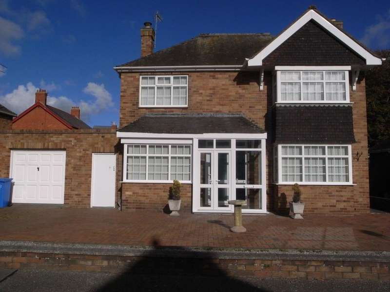 3 Bedrooms Detached House for rent in Russell Court, Rhyl