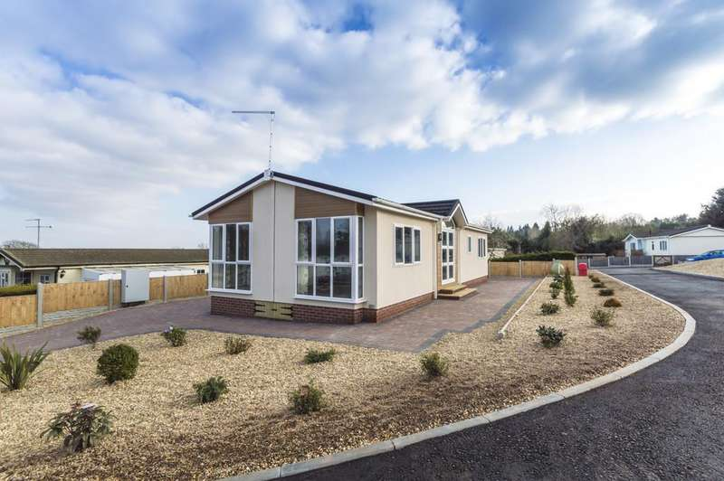 2 Bedrooms Park Home Mobile Home for sale in Fruiterers Arms Mobile Home Park, Uphampton Lane, Ombersley