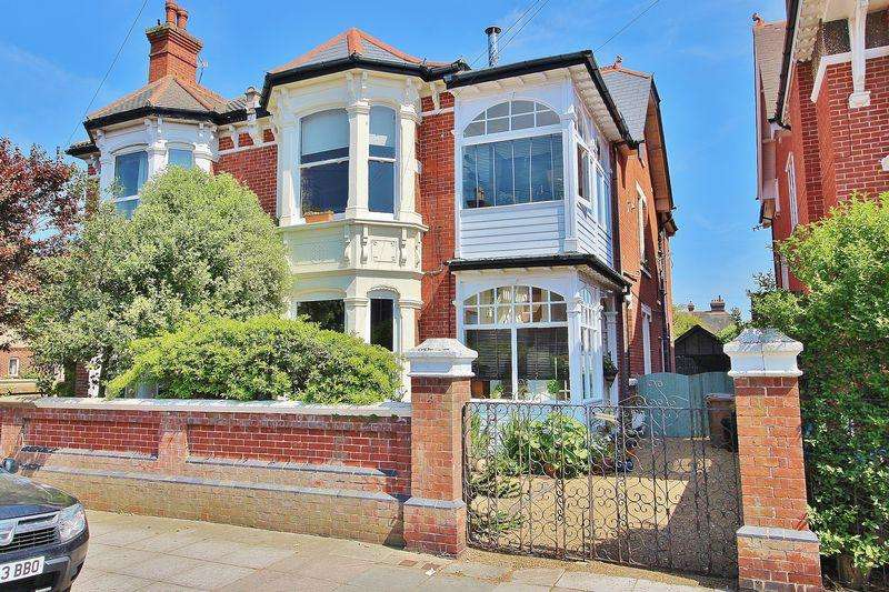 3 Bedrooms Maisonette Flat for sale in Brading Avenue, Southsea