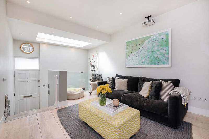 2 Bedrooms Terraced House for sale in Mary Street , London N1