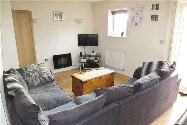 3 Bedrooms Semi Detached House for sale in Holywell Heights, Sheffield, S4 8AG