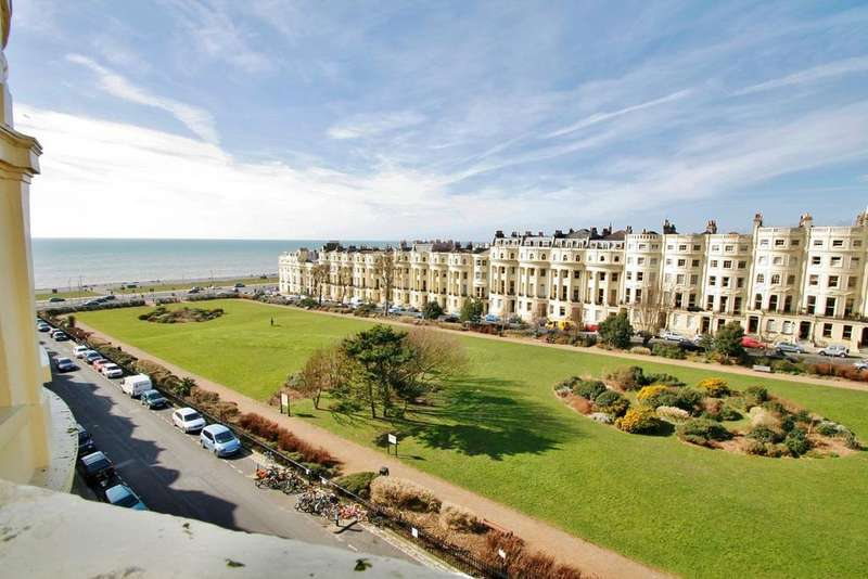 2 Bedrooms Flat for sale in Brunswick Square, Hove, BN3