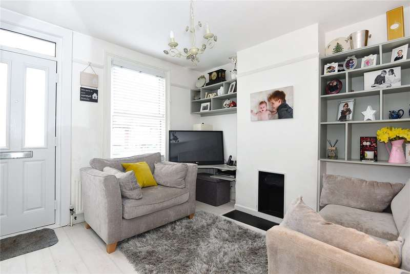 2 Bedrooms Terraced House for sale in Grover Road, Oxhey Village, WD19