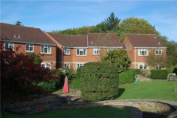 2 Bedrooms Flat for sale in Home Farm Court, Charlton Kings, CHELTENHAM, Gloucestershire, GL52