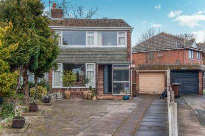 3 Bedrooms Semi Detached House for sale in Langdale Gardens, Southport, Merseyside, PR8