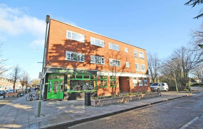 2 Bedrooms Flat for sale in Station Road, New Milton