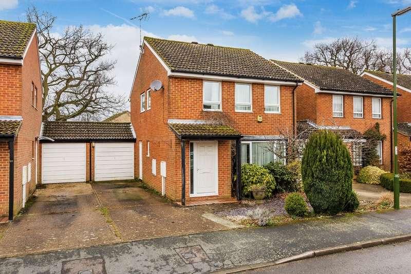 4 Bedrooms Semi Detached House for sale in Kestrel Close, Horsham