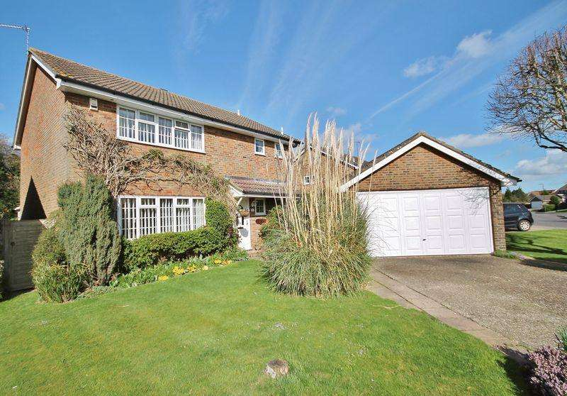 4 Bedrooms Detached House for sale in Faithfull Crescent, Storrington