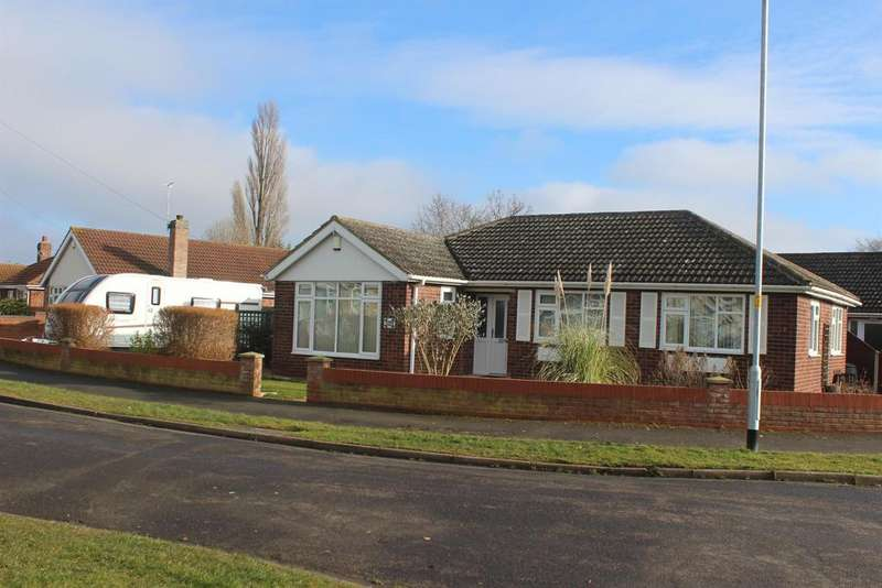 3 Bedrooms Detached Bungalow for sale in Holton Mount, Holton-le-Clay, Grimsby, DN36 5EQ