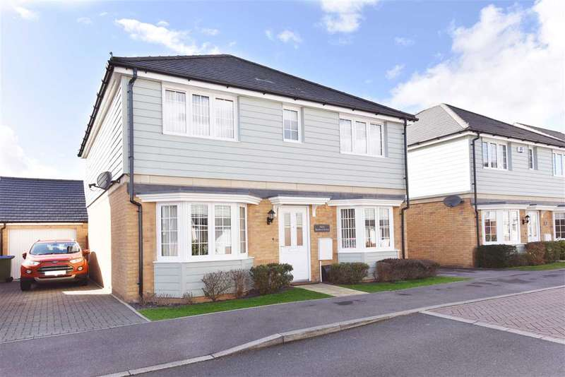 4 Bedrooms Detached House for sale in BEDFORD DRIVE, TITCHFIELD COMMON