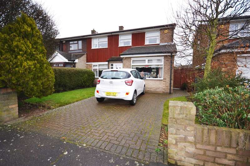 3 Bedrooms Semi Detached House for sale in Barry Close, Chadwell St.Mary