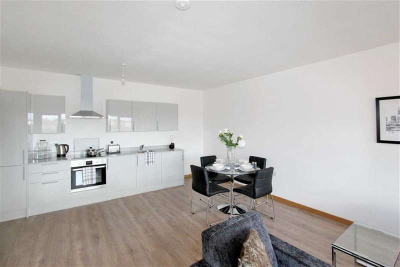 2 Bedrooms Apartment Flat for rent in The Quadrant, Swindon, Wiltshire