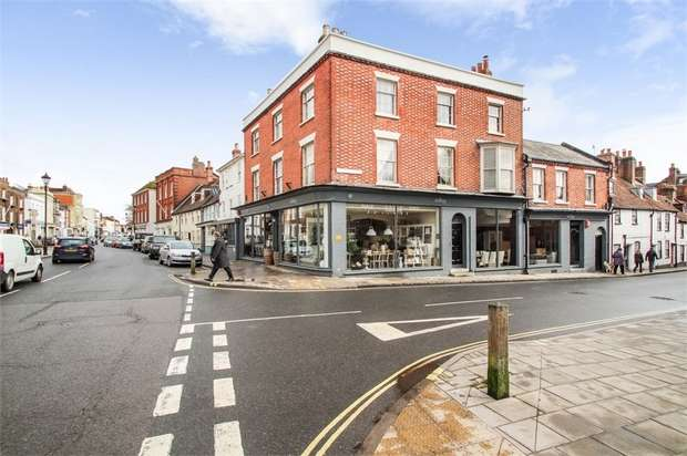 3 Bedrooms Flat for sale in Church Lane, Lymington, Hampshire