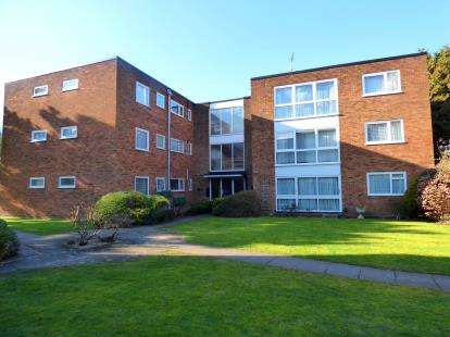 2 Bedrooms Flat for sale in Grandfield Avenue, Watford, Hertfordshire
