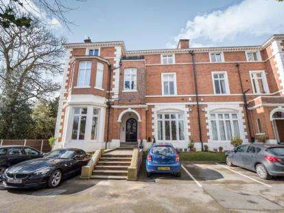 2 Bedrooms Flat for sale in Didsbury Park, Didsbury, Greater Manchester