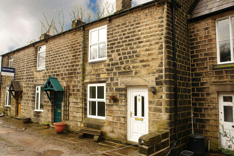 2 Bedrooms End Of Terrace House for sale in Watergate, Uppermill, Saddleworth