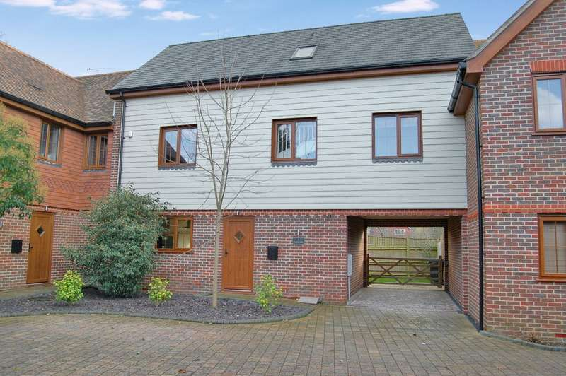 4 Bedrooms Terraced House for rent in Dukes Place, Sayers Common BN6