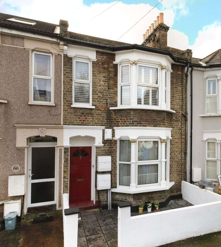 2 Bedrooms Flat for sale in Darfield Road London SE4