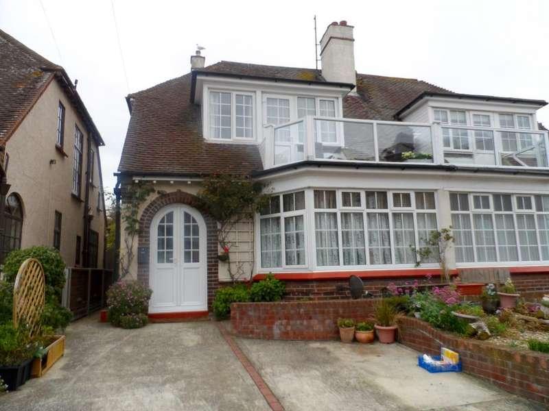 4 Bedrooms Semi Detached House for sale in Trafalgar Road, Clacton on Sea