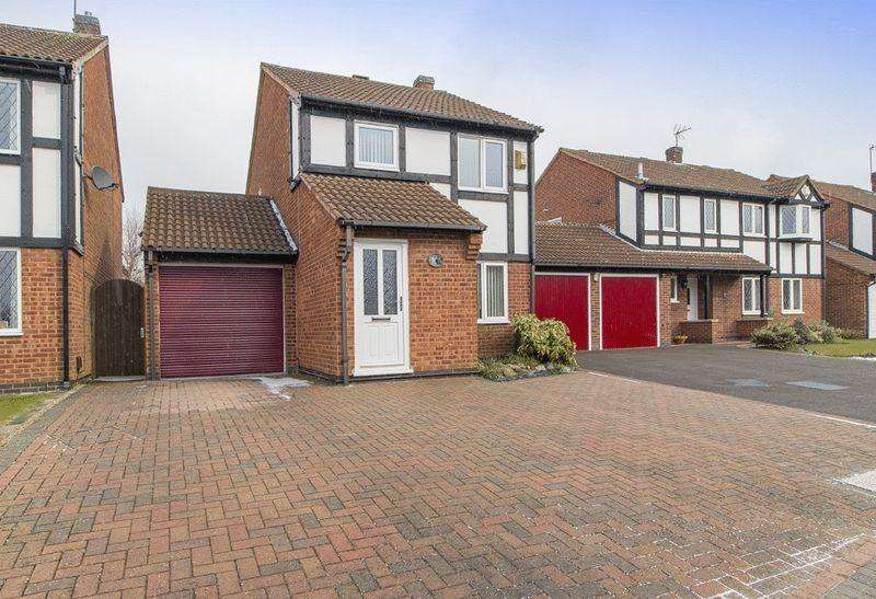 3 Bedrooms Detached House for sale in CLIPSTONE GARDENS, OAKWOOD