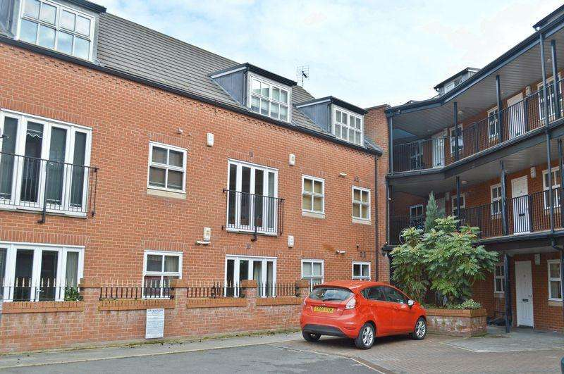 1 Bedroom Flat for sale in The Cloisters, Lincoln