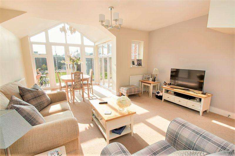 3 Bedrooms Semi Detached House for sale in Mackintosh Drive, North Bersted, Bognor Regis
