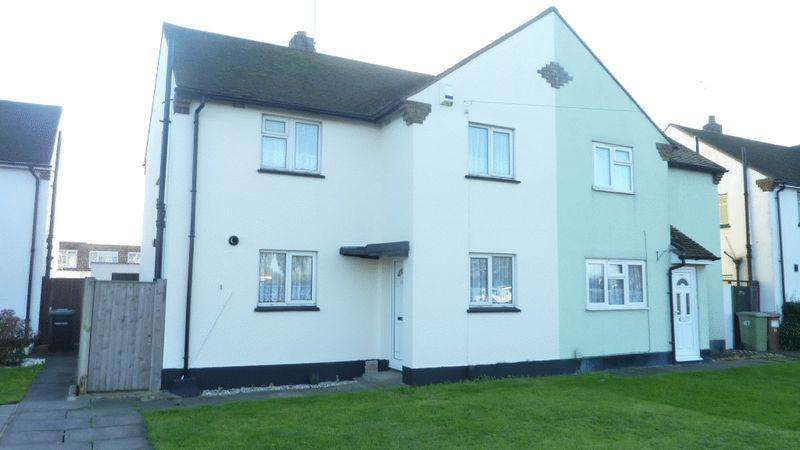 3 Bedrooms Semi Detached House for rent in Eastern Avenue, Southend-On-Sea