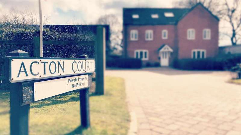 2 Bedrooms Flat for sale in Acton court, Lichfield