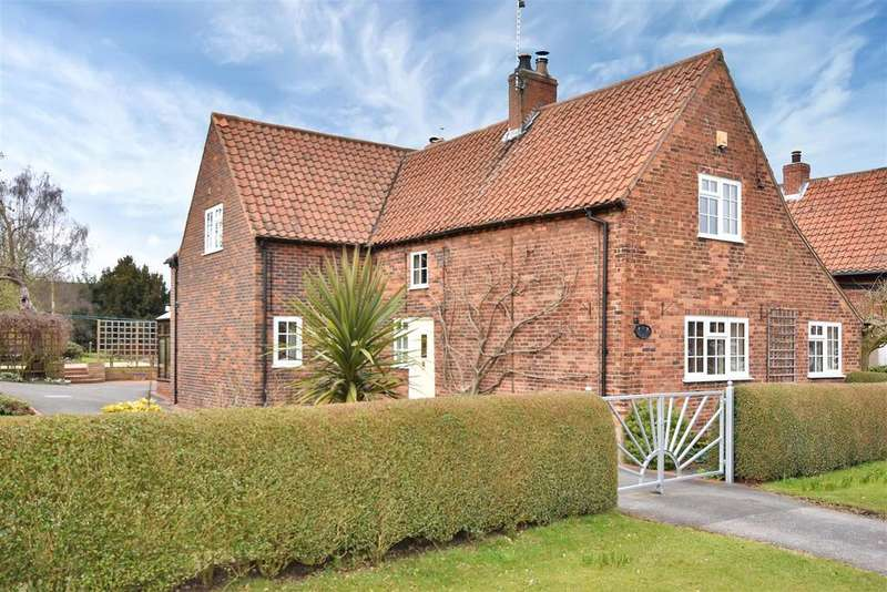 4 Bedrooms Cottage House for sale in Maypole Green, Wellow