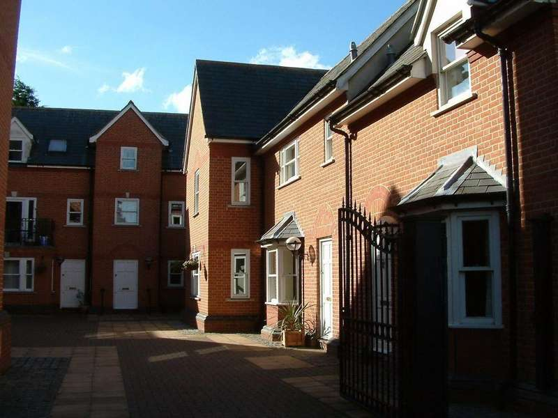 2 Bedrooms Flat for rent in Bentfield Road, STANSTED, Essex
