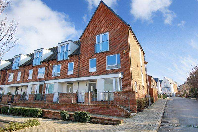 4 Bedrooms End Of Terrace House for sale in Samas Way, Crayford