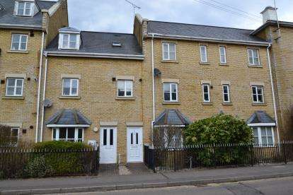 2 Bedrooms Maisonette Flat for sale in Old Moulsham, Chelmsford, Essex
