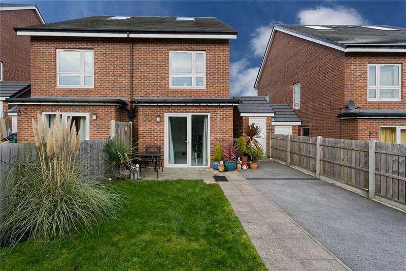 3 Bedrooms Semi Detached House for sale in Oldfield Lane, Wortley, Leeds, LS12