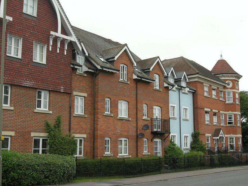 2 Bedrooms Apartment Flat for sale in 32 Horsham Road, Dorking