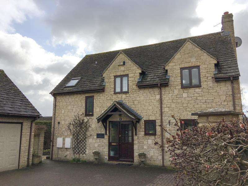 4 Bedrooms Detached House for sale in Walnut Tree House, St. James Court, Stonesfield, Witney, Oxfordshire